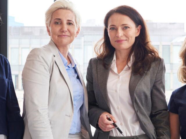 businesswomen together
